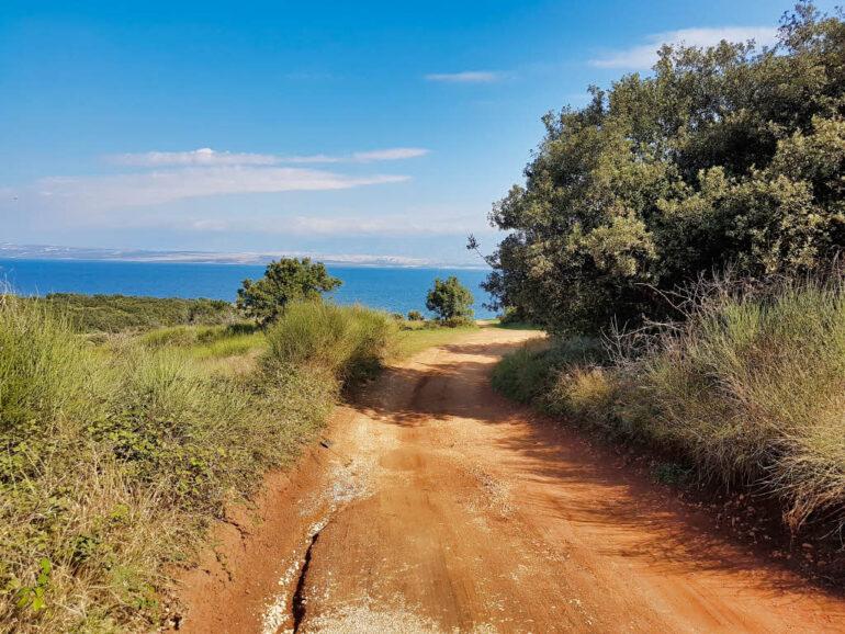 The dirt road on the island Vir to reach Beach Cipavica