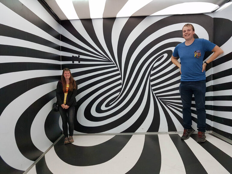 Steven and Elke in the Museum of Illusions (Muzej iluzija)