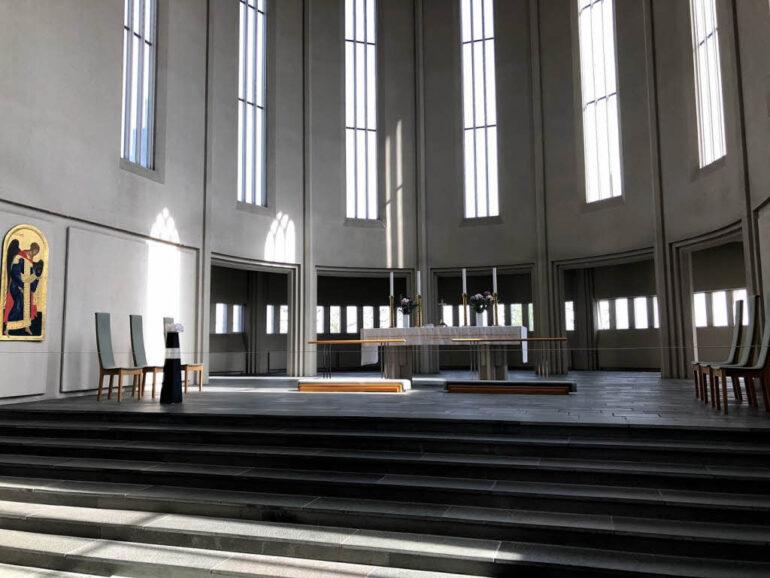 Altar of Hallgrímskirkja in Reykjavík